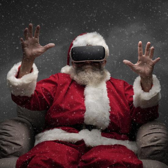 santa claus experiencing virtual reality